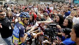Contador, en la salida en Ponteareas. FOT�GRAFO: Oscar Vazquez