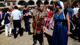 Lores compareci� vestido de Rey Arturo FOT�GRAFO: CAPOTILLO