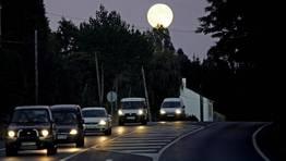 La luna llena sobre... Guitiriz FOT�GRAFO: OSCAR CELA