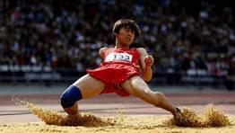 Chen Hongjie, de China, en la clasificación de salto de longitud. FOTÓGRAFO: STEFAN WERMUTH | Reuters