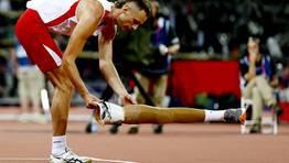 El atleta polaco Lukasz Mamczarz se prepara para competir en la prueba de salto. FOTÓGRAFO: KERIM OKTEN | Efe