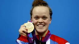 Eleanor Simmonds, de Gran Bretaña, con su medalla de oro en natación. FOTÓGRAFO: LUKE MACGREGOR | Reuters