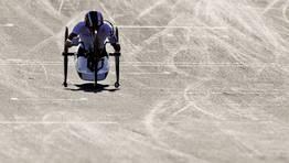 La ciclista alemana Andrea Eskau, en acción para ganar la medalla de oro en la contrarreloj individual femenina H4. FOTÓGRAFO: DANIEL KARMANN | Efe