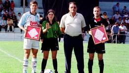 El partido Racing de Ferrol-Compostela es uno de los grandes cl�sicos del f�tbol gallego. Fabiano con San Rom�n, como capitanes, en el a�o 2000. FOT�GRAFO: FERREIRO