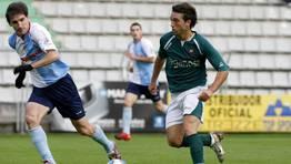 Claudi Monti busca cortar una jugada racinguista. El argentino logró la pasada temporada el ascenso a Segunda con el CD Lugo, de la mano de Setién, logrando un gol clave en el Carranza de Cádiz. FOTÓGRAFO: José Pardo