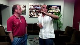 Luis �ngel Duque y Luis C�sar Sampedro vsitaron las instalaciones de La Voz de Galicia con motivo del cl�sico que enfrent� a los dos conjuntos en el a�o 2002 en la categor�a de plata del f�tbol espa�ol. FOT�GRAFO: CESAR QUIAN