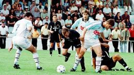 Gudelj y Fabiano, en un partido amistoso disputado en Camari�as en el 2000. FOT�GRAFO: FERREIRO