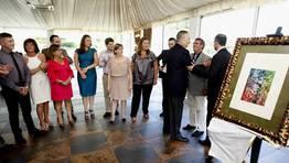El presidente saluda a los empleados y colaboradores de La Voz FOT�GRAFO: JOSE MANUEL CASAL