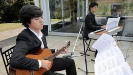 Luis Iglesias e Iago Franqueira actuaron durante el c�ctel FOT�GRAFO: ANA GARCIA