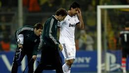 Khedira tuvo que abandonar el partido al cuarto de hora por problemas musculares. FOT�GRAFO: INA FASSBENDER | REUTERS