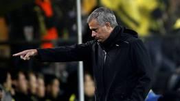 Mourinho ordenando desde el banquillo. FOT�GRAFO: LISI NIESNER | REUTERS
