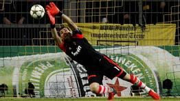 Intervenci�n de Casillas durante el partido. FOT�GRAFO: LISI NIESNER | REUTERS