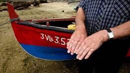 Las manos de Albino llevan pescando desde los nueve a�os FOT�GRAFO: MARTINA MISER