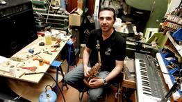 """Lutier Carlos Galb�n, """"no hay dos gaitas de distintos artesanos que suenen igual"""" FOT�GRAFO: MONICA IRAGO"""