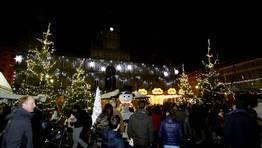 En la plaza de Mar�a Pita ya es Navidad. FOT�GRAFO: Eduardo P�rez