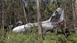 Los dos tripulantes de una avioneta, que volvía de entregar un corazón para un trasplante, murieron cerca de Lavacolla al estrellarse el aparato por la niebla. Ocurrió el día 2 de agosto. FOTÓGRAFO: XOÁN A. SOLER