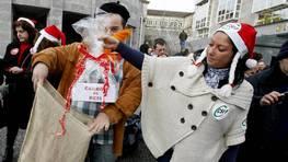 Protesta de los funcionarios gallegos tras hacerse público que los empleados de la Xunta cobrarán entre un 2 y un 6% menos en el año 2013. FOTÓGRAFO: XOÁN A. SOLER