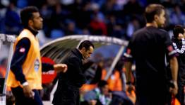 En el partido de Riazor contra el Betis comenz� a ser cuestionado por dar entrada a Bodipo por un zaguero. El D�por acab� perdiendo el partido. FOT�GRAFO: M. MARRAS