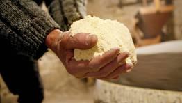 Adem�s de moler, Moncho tambi�n amasaba y coc�a el pan FOT�GRAFO: MONICA IRAGO