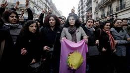Protestas de miembros de la comunidad kurda por el asesinato de tres activistas kurdas en Par�s. FOT�GRAFO: CHRISTIAN HARTMANN | REUTERS
