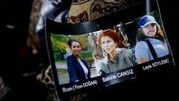 Imagen de las tres activistas asesinadas en Par�s. FOT�GRAFO: CHRISTIAN HARTMANN | REUTERS