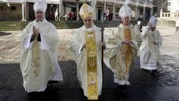 Cuatro obispos entran en la catedral de Mondo�edo FOT�GRAFO: XAIME RAMALLAL