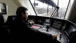 Rumbo al otro lado de las v�as del tren FOT�GRAFO: Oscar Vazquez