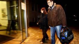 Sabine Heinrich y su marido Philipp Beck llegan al hospital de Fuerstenfeldbruck en el sur de Alemania. FOT�GRAFO: MICHAELA REHLE | REUTERS