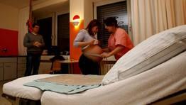 Primeros controles de la matrona. FOT�GRAFO: MICHAELA REHLE | REUTERS
