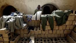 Un soldado del ej�rcito de Mali poniendo su ropa a secar. FOT�GRAFO: ERIC GAILLARD | REUTERS