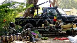 Soldados de Mali reposan antes de regresar al combate. FOT�GRAFO: ERIC GAILLARD | REUTERS