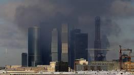 Incendio en el centro financiero de Mosc� FOT�GRAFO: MAXIM SHIPENKOV | EFE