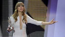 Taylor Swift, tras recibir el Premio artista internacional de lengua no espa�ola FOT�GRAFO: Alberto Mart�n | EFE