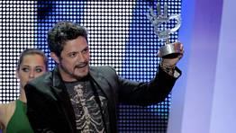 Alejandro Sanz, tras recibir uno de sus tres galardones FOT�GRAFO: Alberto Mart�n | EFE