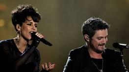 Alejandro Sanz y la norteamericana Alicia Keys durante su actuaci�n conjunta FOT�GRAFO: Alberto Mart�n | EFE