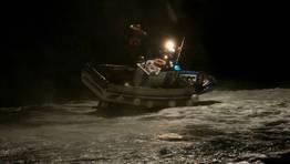 El Pesca 2 rescata a dos marineros de un pesquero de Ribadeo FOT�GRAFO: FARI ELFARERO