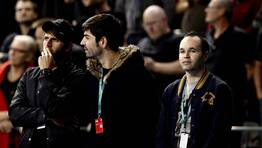 Andr�s Iniesta acudi� a animar a la selecci�n. FOT�GRAFO: MARKO DJURICA | Reuters