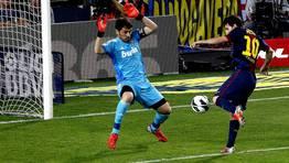 Messi bate a Casillas en el cl�sico de la primera vuelta de la temporada 2012/2013. FOT�GRAFO: Alberto Est�vez | Efe