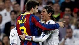 Ramos y Pique, enzarzados en uno de los piques de los �ltimos a�os. FOT�GRAFO: Juan Carlos Hidalgo | Efe