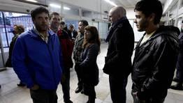 Los asistentes han tenido que comprobar en el control policial si figuraban o no en la lista de no admitidos FOT�GRAFO: �SCAR V�ZQUEZ
