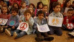 Día de la Paz en el colegio A Escardia, en Vilagarcía. FOTÓGRAFO: MONICA IRAGO