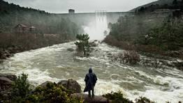 La presa de Santa Ux�a abri� sus compuertas para liberar las aguas acumuladas por la lluvia de las �ltimas semanas. FOT�GRAFO: MARCOS RODR�GUEZ
