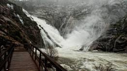 La cascada de O �zaro, desde la pasarela por donde acceden los visitantes. FOT�GRAFO: MARCOS RODR�GUEZ