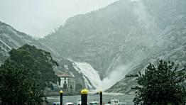 Vista de la desembocadura del Xallas desde la parroquia de O �zaro. FOT�GRAFO: MARCOS RODR�GUEZ