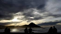 Atardecer en la playa de La Zurriola, en San Sebasti�n. FOT�GRAFO: Javier Etxezarreta | Efe