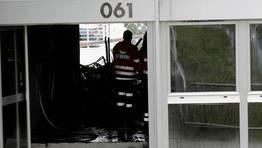 Debido a los daños, que afectarían fundamentalmente a la sala de reuniones, pero el humo daño también otras dependencias... FOTÓGRAFO: Cesar Quian