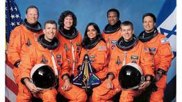 La tripulación del Columbia que falleció en el accidente. Fila superior: David M. Brown, Laurel B. Clark, Michael P. Anderson e Ilan Ramon. Debajo: Rick D. Husband, Kalpana Chawla y William C. McCool. FOTÓGRAFO: NASA