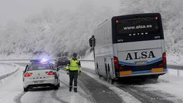 Los autobuses tampoco pueden circular por la A-6. FOT�GRAFO: PRADERO