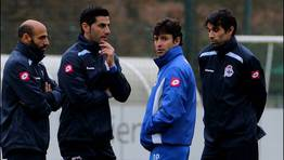 Su reuni�n con los capitanes antes del partido con el Granada fue un toque de advertencia. FOT�GRAFO: M. MARRAS