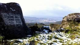En Vilagarc�a la nieve de Xiabre dej� una estampa muy original, con el mar de fondo FOT�GRAFO: Serxio Gonzalez